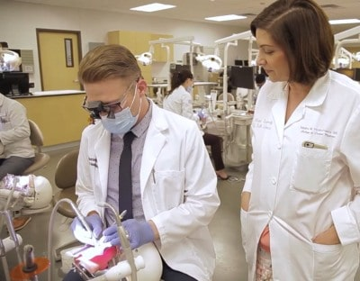 VR Used For Traning Dental Students